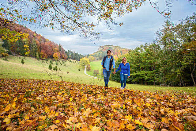Pärchen am Lochen im Herbst