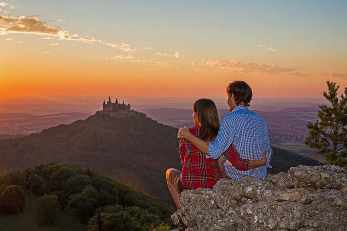Paar am Zeller Horn bei Sonnenuntergang
