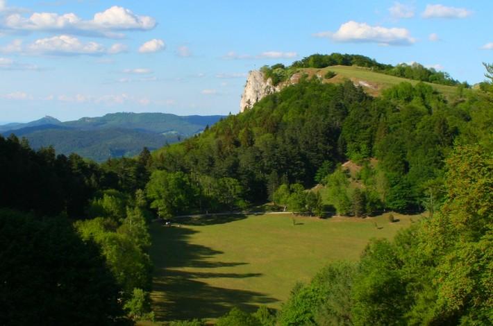 Blick auf Lochenstein mit Burg Hohenzollern