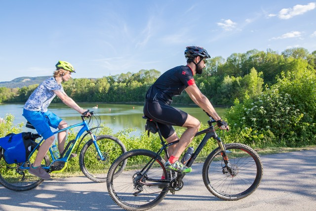 Radfahrer am Schömberger Stausee