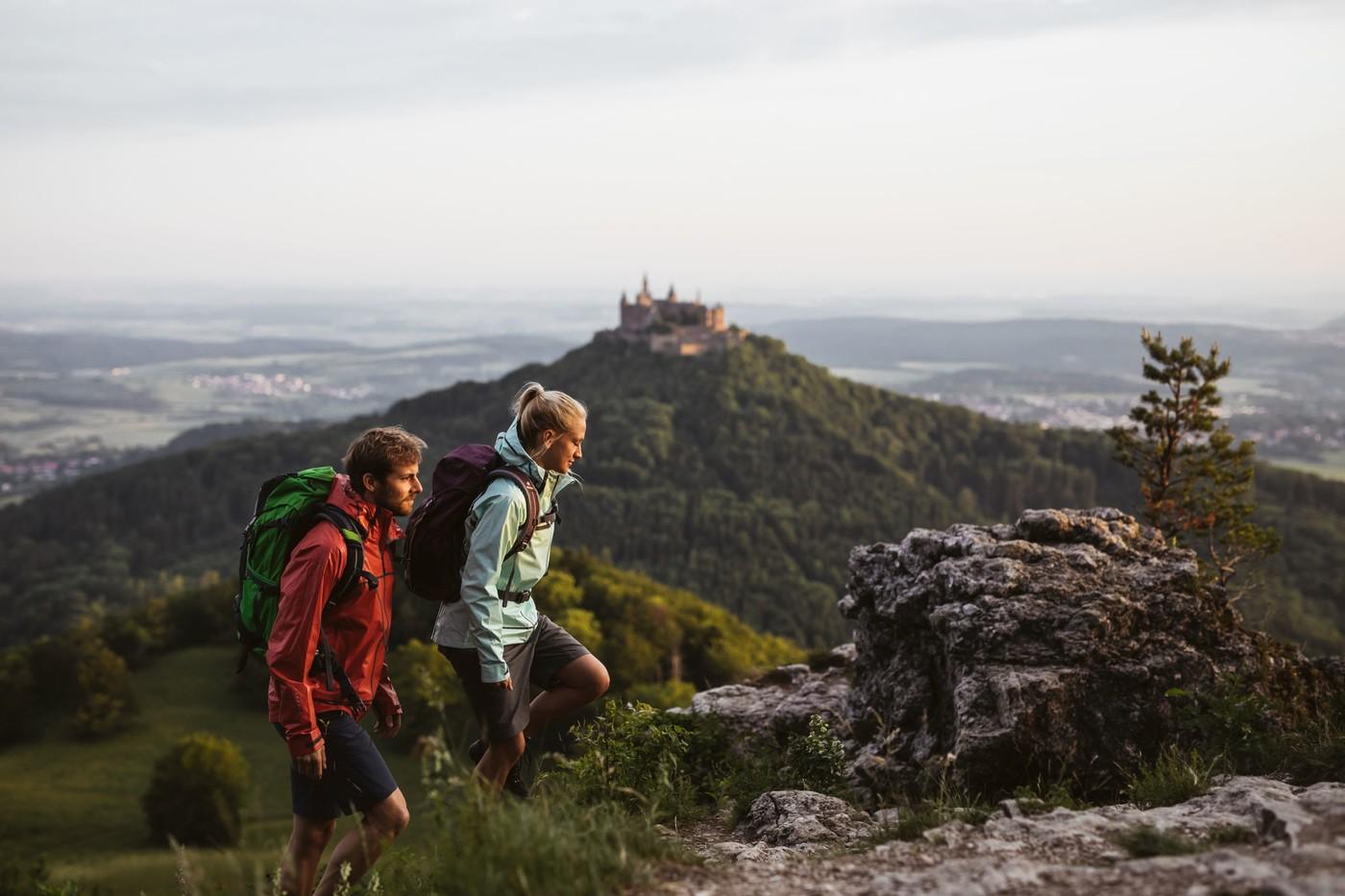 Zwei Wanderer am Zeller Horn, Albsteig