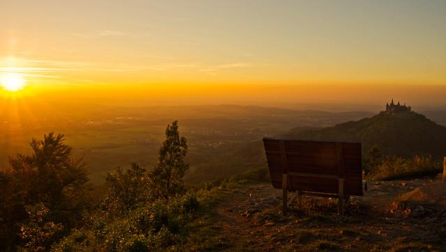 Albliege auf Zeller Horn mit Blick zur Burg Hohenzollern bei Sonnenuntergang, Fotowettbewerb 2015