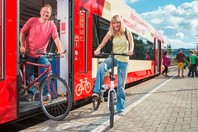 Rad-Wander-Shuttle mit Radfahrern